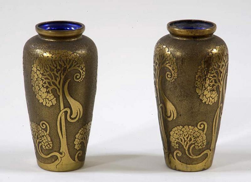 Paire de vases de style art nouveau