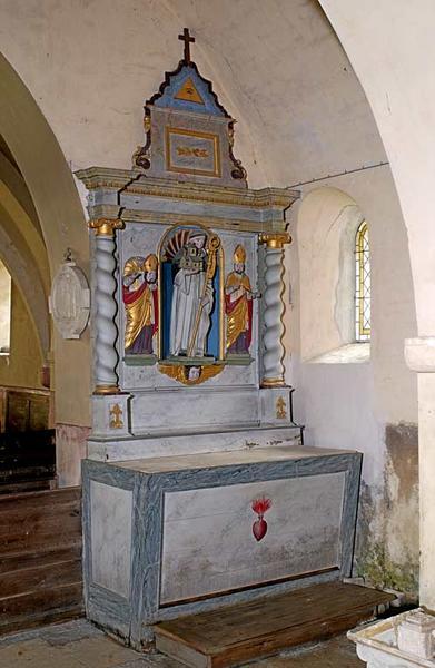 autels-retables en pendant, ornés des statues de la Vierge et de saint Bernard encadrées de saints en relief