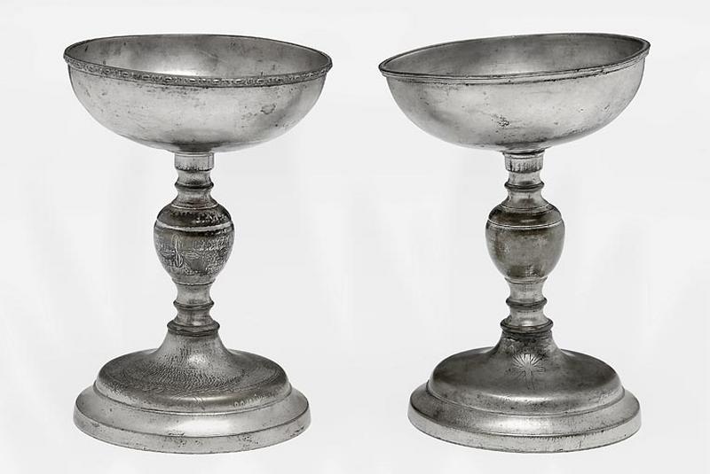 deux vases de quête (coupes à quêter)
