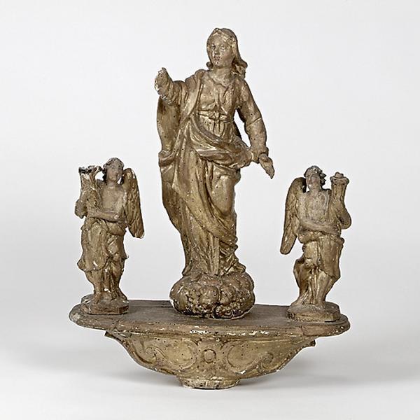 bâton de procession : Vierge de l'Assomption entre deux anges