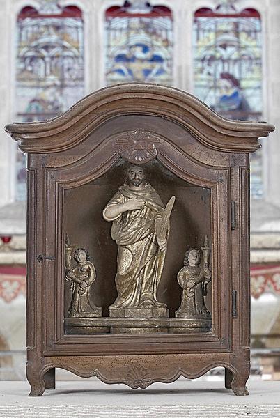 bâton de procession et sa vitrine : saint Julien (?)
