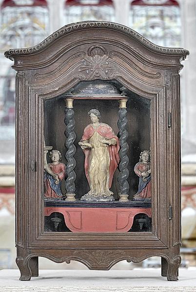 bâton de procession et sa vitrine : saint non identifié