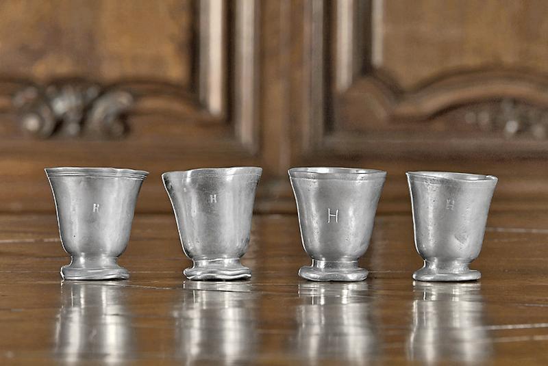 Ensemble de quatre gobelets