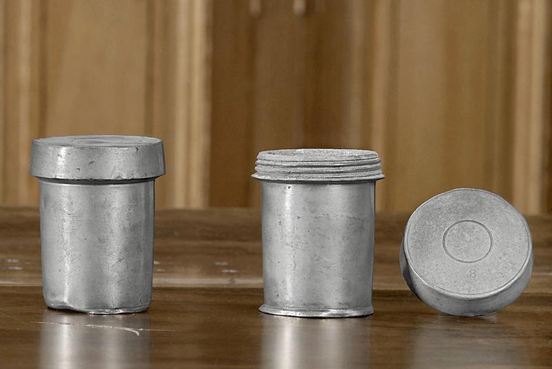 deux pots à pharmacie dits pots à onguent