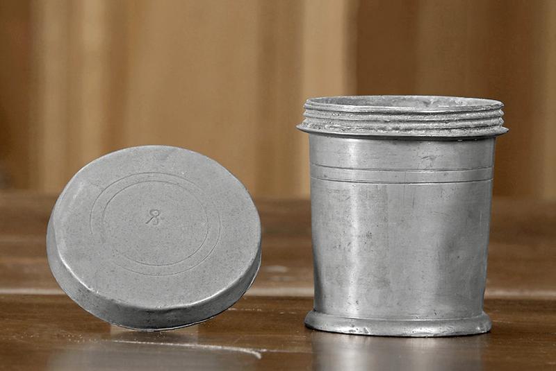 Pot à pharmacie dit pot à onguent