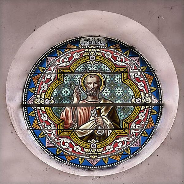 Trois verrières : saint Pierre et deux verrières décoratives