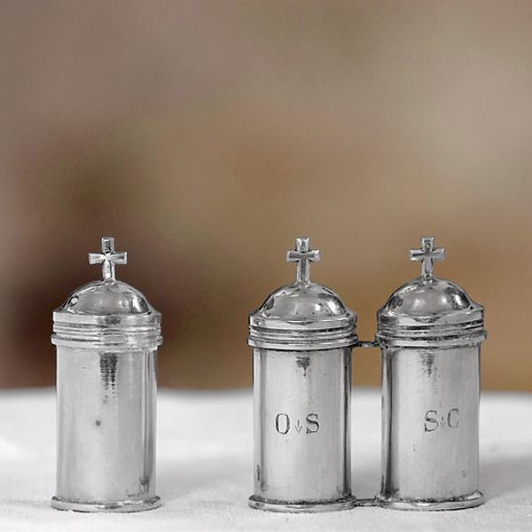 Trois ampoules aux saintes huiles