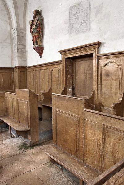 Lambris de revêtement avec bancs de choeur et vingt-deux bancs de fidèles