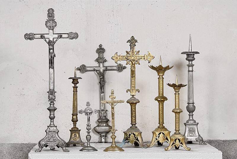croix d'autel, chandeliers d'autel ; croix de procession