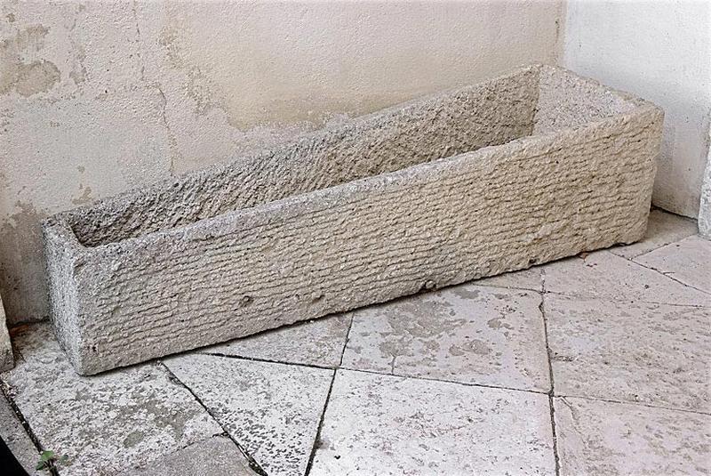 Deux sarcophages mérovingiens