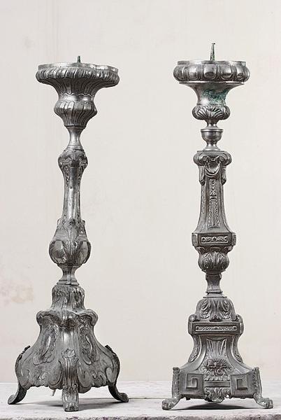 Quatre chandeliers d'autel