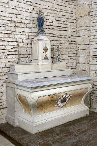 deux autels secondaires et leurs tabernacles