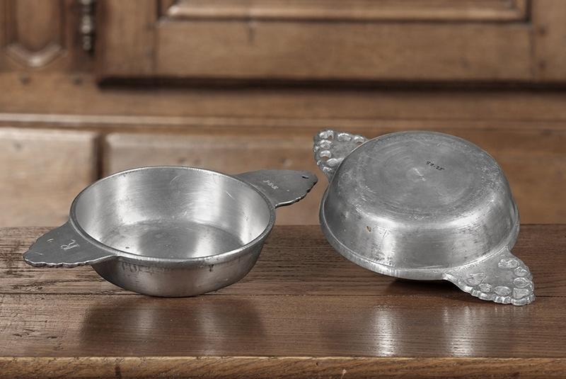 ensemble de quatre écuelles à bouillon (n° d'inventaire 88.23 à 26)