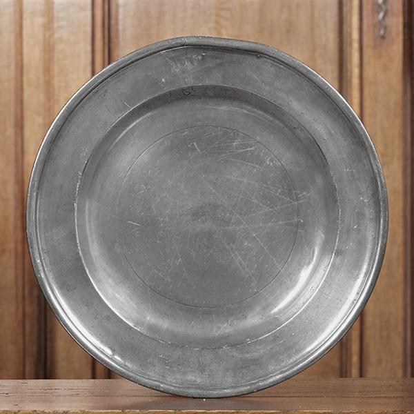 plat circulaire n° d'inventaire 260