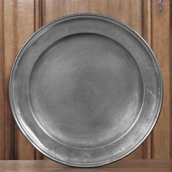 Paire de plats circulaires (n° d'inventaire 271 et 272)