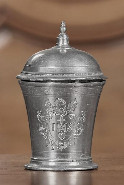 Gobelet ou pot couvert (n° d'inventaire 858.4)