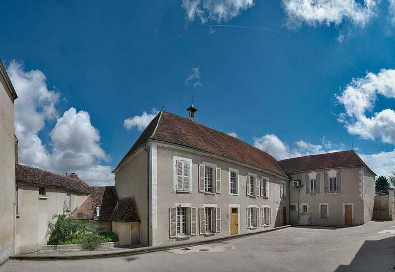 Hôpital dit Maison de la Miséricorde, actuellement bureaux et bibliothèque municipale
