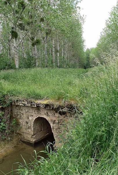 pont, ponceau dit pontceau Cornet ; pontceau des Petites Manoeuvres (la Seille canalisée)