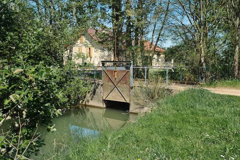 ponceau ; pont sur le ruisseau des Collonges (la Seille canalisée)