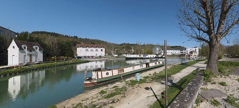port de Plombières-lès-Dijon (canal de Bourgogne)