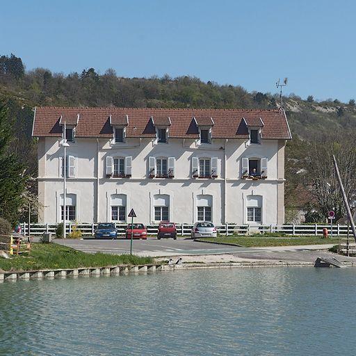 gare de Plombières-lès-Dijon; actuellement immeuble à logements (canal de Bourgogne)