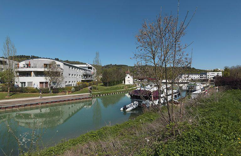secteur urbain ; immeuble à logements (canal de Bourgogne)