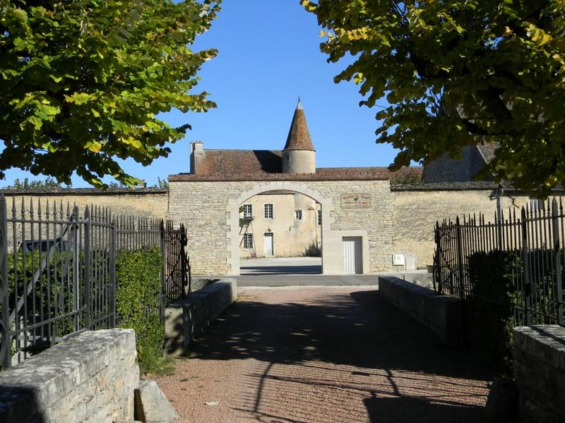 ferme ; domaine de Mérode château de Serrigny
