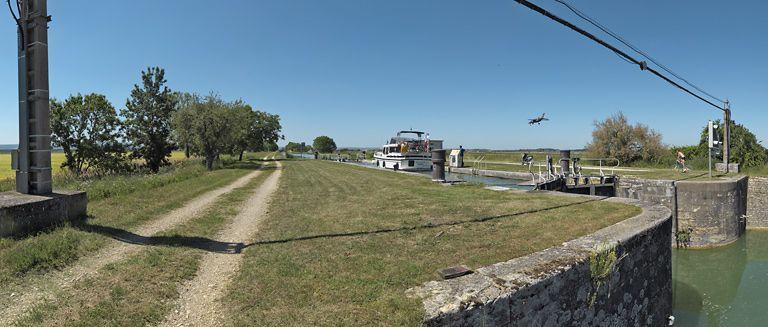 site de l'écluse 63 du versant Saône (canal de Bourgogne) ; aéroport (canal de Bourgogne)