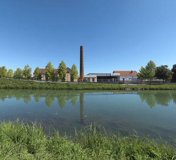 ancienne féculerie devenue usine de tissage puis usine d'assemblage de machines (canal de Bourgogne)