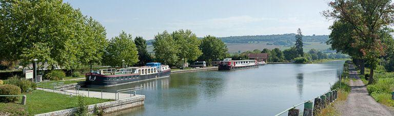 Port de Vandenesse-en-Auxois, bassin de Vandenesse (canal de Bourgogne)