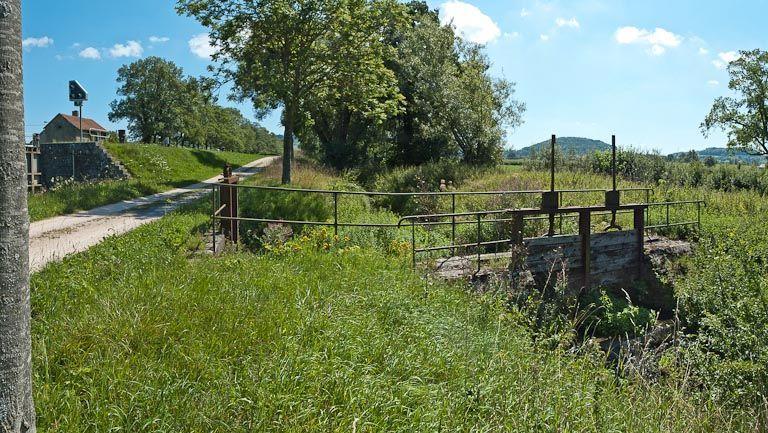 ouvrage lié à l'alimentation en eau (canal de Bourgogne)