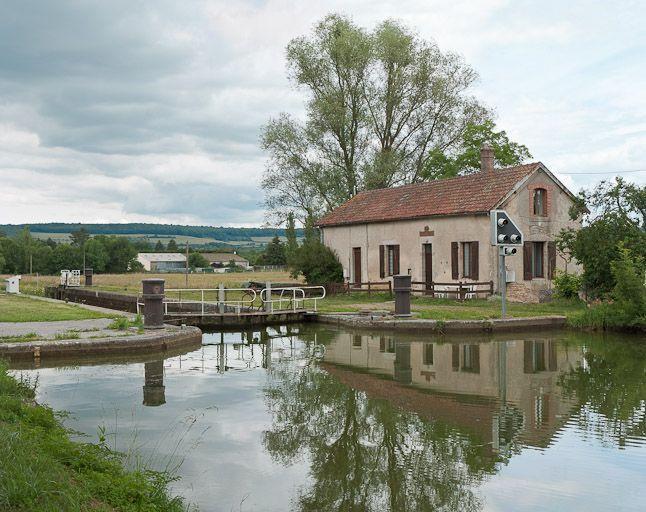 site de l'écluse 11 du versant Yonne, dite d'Eguilly (canal de Bourgogne)