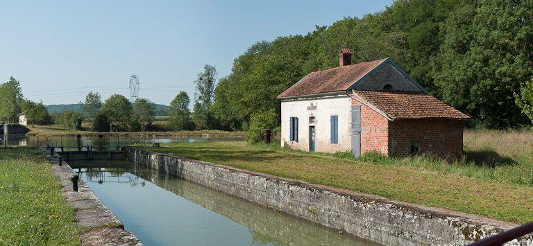 site de l'écluse 37 du versant Yonne, dite de Pouillenay 1ère (canal de Bourgogne)