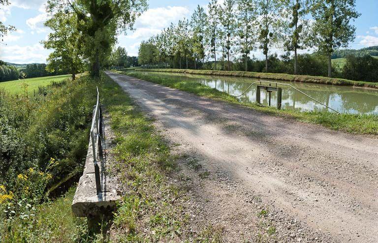 déversoir de fond ; ouvrage lié à l'alimentation en eau (canal de Bourgogne)