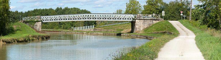 pont routier isolé de Grignon (canal de Bourgogne)