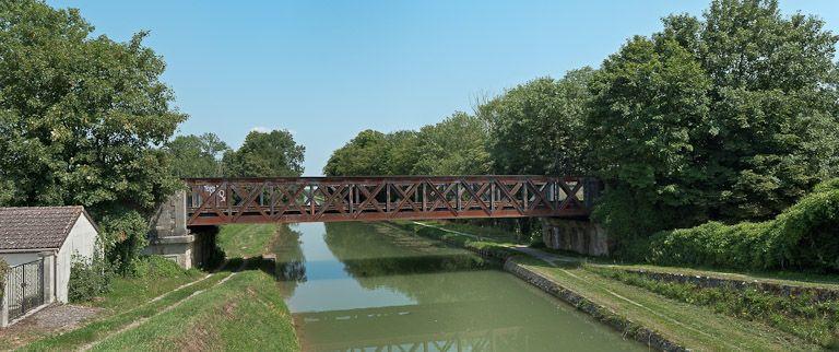 pont ferroviaire isolé (canal de Bourgogne)