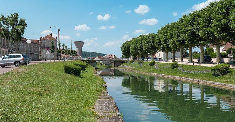 pont routier isolé ; pont de la Gare (canal de Bourgogne)