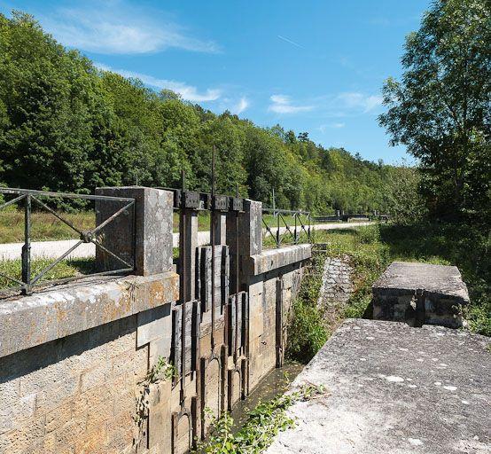 ouvrage liée à l'alimentation en eau ; ouvrage lié à l'alimentation en eau (canal de Bourgogne)