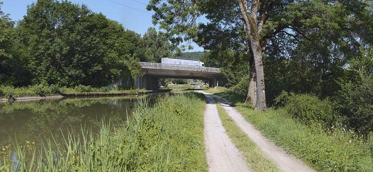 pont routier isolé ; viaduc de l'autoroute A6 (canal de Bourgogne)
