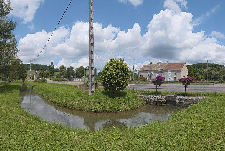 rigole d'alimentation de Crugey ; ouvrage lié à l'alimentation en eau (canal de Bourgogne)