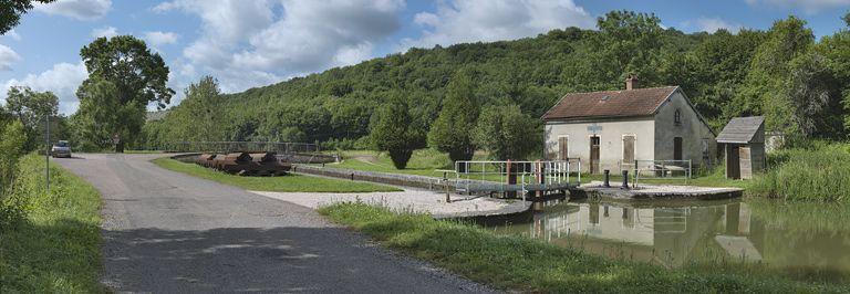 Site de l'écluse 18 du versant Saône, dite de la Roche aux Fées (canal de Bourgogne)