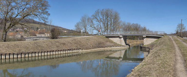 pont routier isolé sur canal ; pont d'Eguilly (canal de Bourgogne) ; pont routier isolé sur l'Armançon à Eguilly (canal de Bourgogne)