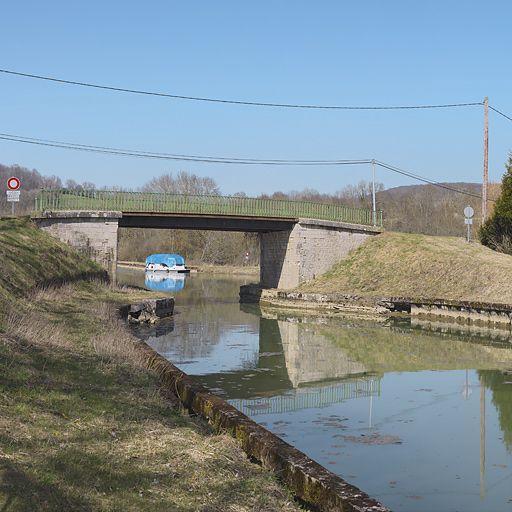 pont routier isolé de Beurizot (canal de Bourgogne)