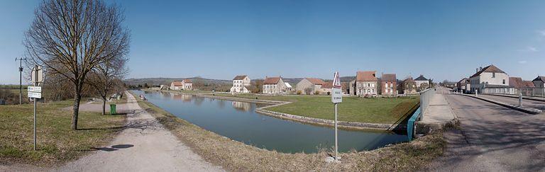 port de Pont-Royal ; halte nautique de Pont-Royal ; gare d'eau (canal de Bourgogne)
