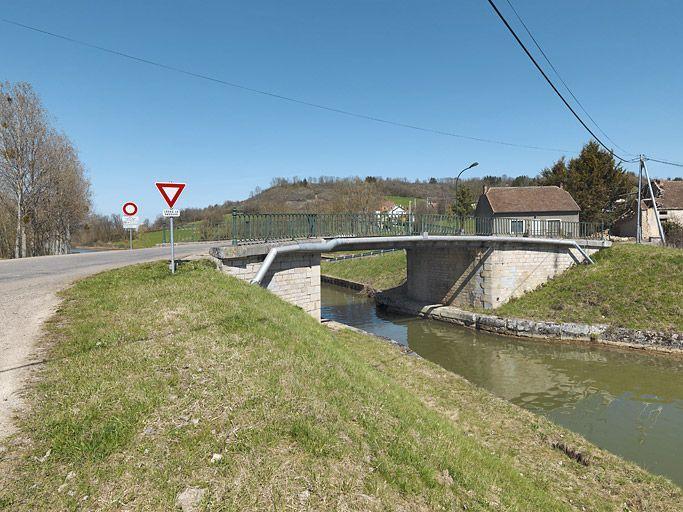pont routier isolé de Braux (canal de Bourgogne)