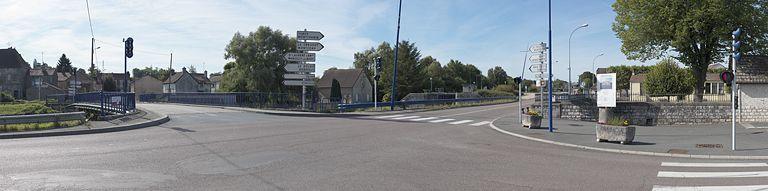 échelle d'écluses d'Ecuisses (canal du Centre) ; site d'écluse 04 du versant Méditerranée ; dite de Ravin ou du Ravin (canal du Centre) ; ancienne maison éclusière du site d'écluse IV Méditerranée (canal du Centre) ; pont routier isolé ; ancien pont sur écluse VII du versant Méditerranée (canal du Centre)