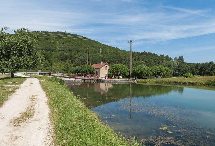 site de l'écluse 72 du versant Yonne, dite de Perrigny (canal de Bourgogne)