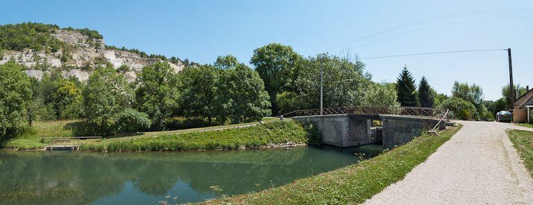 Pont routier sur l'écluse 74 du versant Yonne (canal de Bourgogne)