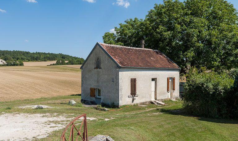 Maison de garde (canal de Bourgogne)
