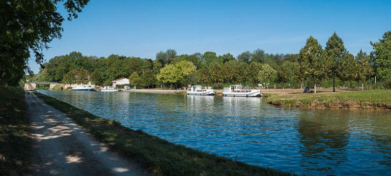 gare d'eau ; port d'Ancy-le-Franc (canal de Bourgogne)